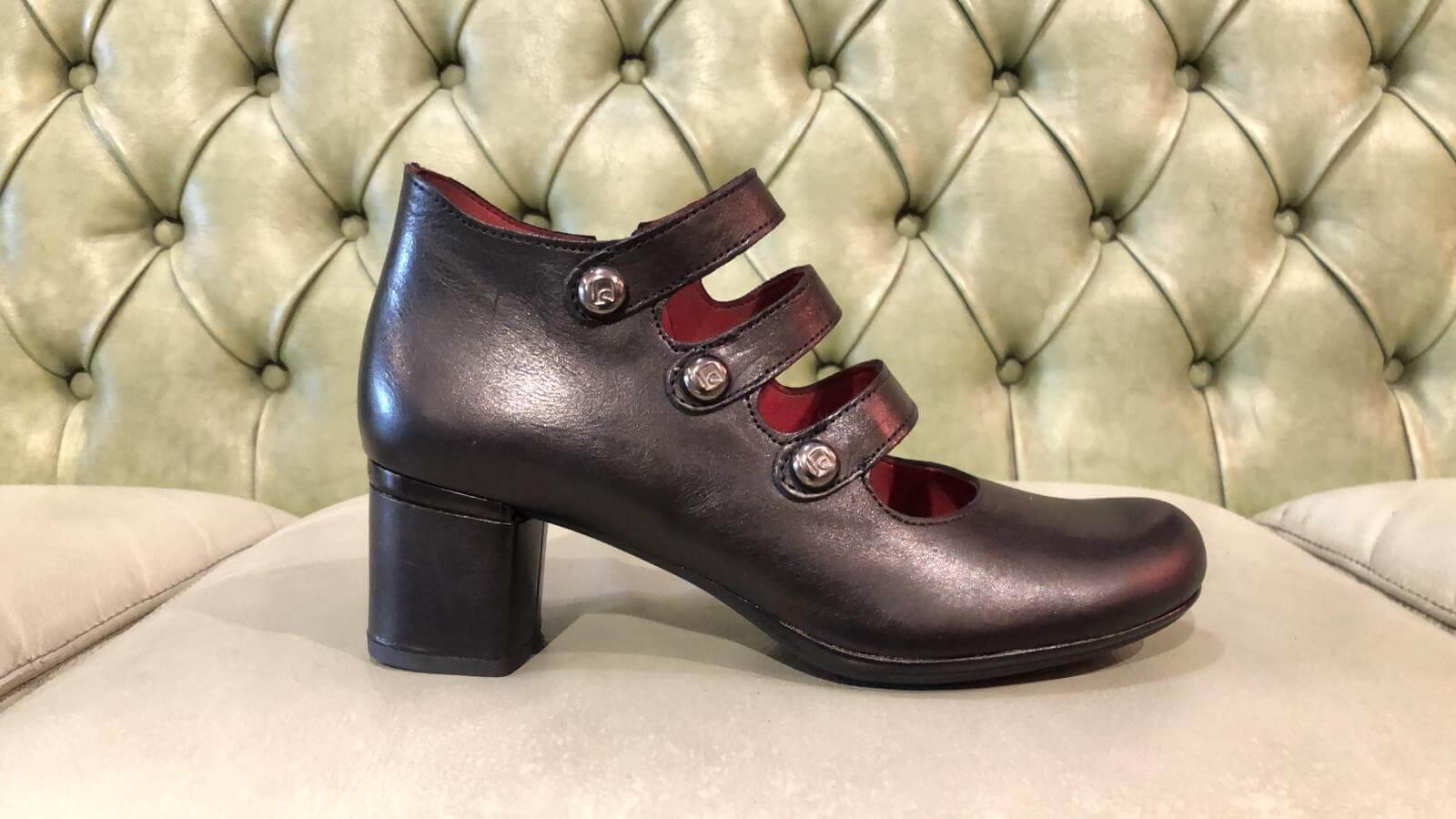 Scarpe nere con tacco medio