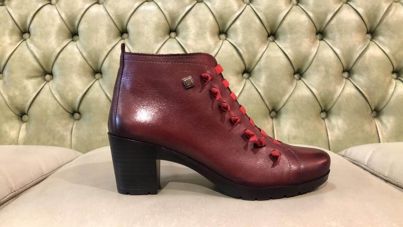 Red ankle boots, mid heel