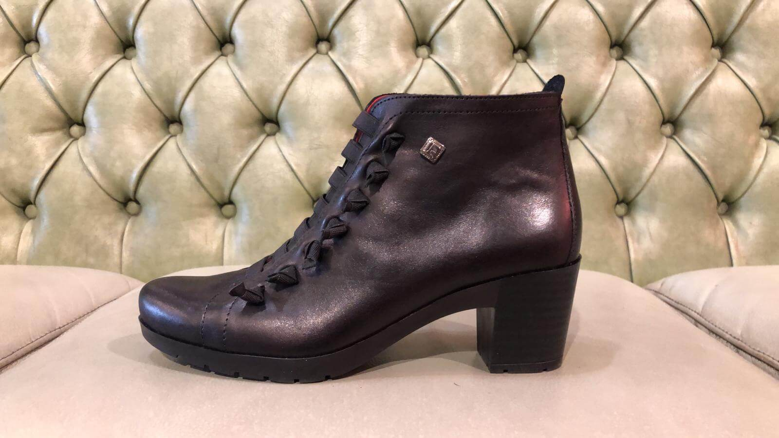 Black ankle boots, mid heel