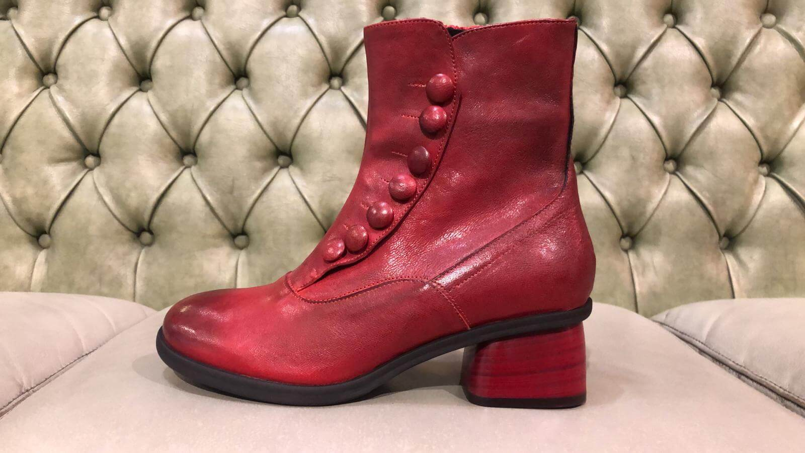 Red boots in vintage stye, made in Italy