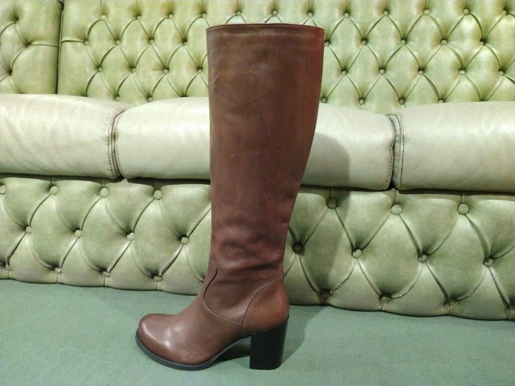 Brown boots mid heel, knee long