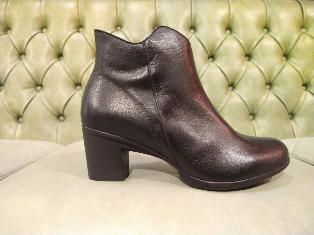 Black ankle boots with mid heel